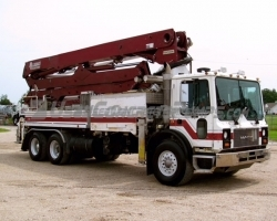 PRICE REDUCED!! 2006 Alliance 33Z on a Mack