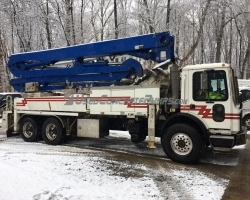 2005 32M Putzmeister on a Mack