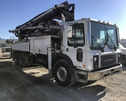 1999 32m Putzmeister on a 1999 Mack