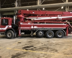 2001 32m Schwing - detach boom on a Mack