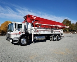 2007 Schwing 41m on a 2007 Mack